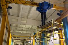 Установка легкой крановой системы GROSSKRAN для обслуживания станка